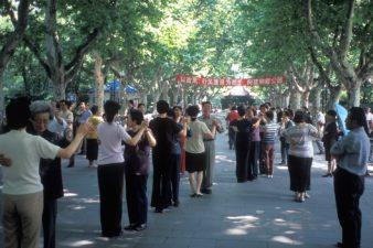 China-Shanghai-Dancing-in-Park-001